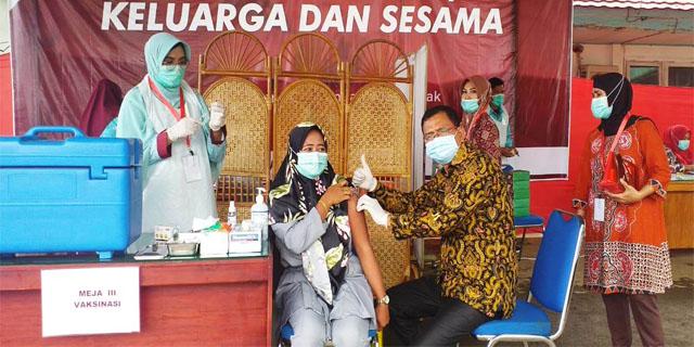 Tenaga Medis RSUD Arga Makmur Jalani Vaksinasi Covid-19 Tahap Ke-2